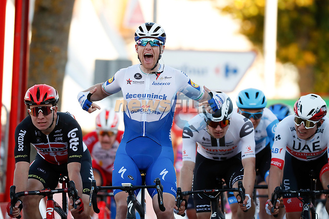 Sam Bennett (IRL) Deceuninck-Quick Step wins Stage 9 of the Vuelta Espana 2020, but is later unfairly disqualified, running 157.7km from B.M. Cid Campeador. Castrillo del Val to Aguilar de Campo, Spain. 29th October 2020.    <br /> Picture: Luis Angel Gomez/PhotoSportGomez | Cyclefile<br /> <br /> All photos usage must carry mandatory copyright credit (© Cyclefile | Luis Angel Gomez/PhotoSportGomez)