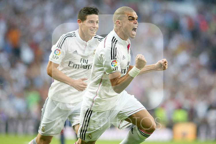 Real Madrid's James Rodriguez (l) and Pepe celebrate goal during La Liga match.October 25,2014. (ALTERPHOTOS/Acero)