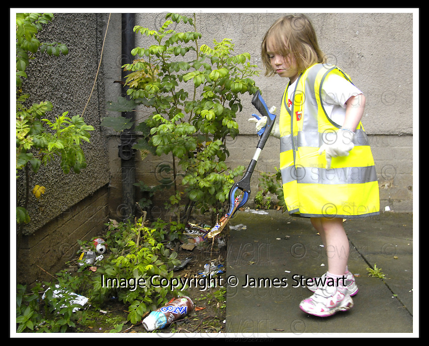 """25/07/2007       Copyright Pic: James Stewart.File Name : jspa05_denny.DENNY RESIDENTS """"BOLD"""" LITTER COLLECTING GROUP......James Stewart Photo Agency 19 Carronlea Drive, Falkirk. FK2 8DN      Vat Reg No. 607 6932 25.Office     : +44 (0)1324 570906     .Mobile   : +44 (0)7721 416997.Fax         : +44 (0)1324 570906.E-mail  :  jim@jspa.co.uk.If you require further information then contact Jim Stewart on any of the numbers above........."""