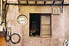 Facade with clock, window and chaotically installations<br /> <br /> fachada con reloj, ventana y instalaciones caóticas<br /> <br /> Fassade mit Uhr, Fenster und chaotischer Installation<br /> <br /> 1840 x 1232 px<br /> Original: 35 mm