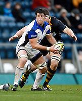 Photo: Richard Lane/Richard Lane Photography. London Wasps v Bath Rugby. LV=Cup. 14/11/2010. Bath's Guy Mercer passes.
