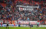 Nederland, Enschede, 26 april  2015<br /> Eredivisie<br /> Seizoen 2014-2015<br /> FC Twente-AZ<br /> Supporters van FC Twente protesteren tegen het aanblijven van Alfred Schreuder als trainer-coach van FC Twente