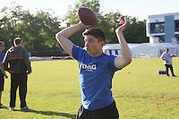 Quarterback Laurenz Schroer wirft
