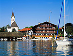 Deutschland, Bayern, Oberbayern, Chiemgau: Seebruck mit Yachthafen | Germany, Bavaria, Upper Bavaria, Chiemgau,: Seebruck with yacht harbour