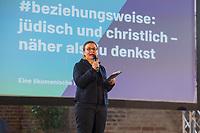 Mit einer Plakat-Kampagne wollen die evangelische und katholische Kirche im Jahr 2021 ein sichtbares Zeichen gegen Antisemitismus setzen. Sie wendet sich insbesondere an die Gemeinden und kirchlichen Einrichtungen. Kernanliegen der Kampagne ist es, die Gemeinsamkeiten zwischen Juden und Christen in den Festen und im religioesen Leben aufzuzeigen, um gegen den zunehmenden Antisemitismus klar Stellung zu beziehen, der auch christliche Wurzeln hat.<br /> Im Bild: Ulrike Trautwein, Generalsuperintendentin fuer den Sprengel Berlin der Evangelischen Kirche Berlin-Brandenburg-schlesische Oberlausitz.<br /> 11.11.2020, Berlin<br /> Copyright: Christian-Ditsch.de