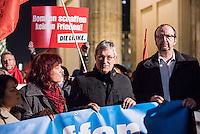 Mehrere hundert Menschne beteiligten sich am Mittwoch den 3. Dezember 2015 in Berlin an einer Anti-Kriegskundgebung anlaesslich der bervorstehenden Bundestagsabstimmung ueber eine Kriegsbeteiligung der Bundesrepublik am Krieg in Syrien. Die Bundesregierung hatte nach den Anschlaegen in Paris innerhalb weniger Tage eine Beteiligung an den Kriegseinsaetzen beschlossen. Diesem Beschluss soll am 4. Dezember das Paralament zustimmen. Zu den Menschen sprach unter anderem Sara Wagenknecht, Fraktionsvorsitzende der Linkspartei.<br /> In der Bildmitte: Bernd Riexinger, Vorsitzender der Linkspartei.<br /> 3.12.2015, Berlin<br /> Copyright: Christian-Ditsch.de<br /> [Inhaltsveraendernde Manipulation des Fotos nur nach ausdruecklicher Genehmigung des Fotografen. Vereinbarungen ueber Abtretung von Persoenlichkeitsrechten/Model Release der abgebildeten Person/Personen liegen nicht vor. NO MODEL RELEASE! Nur fuer Redaktionelle Zwecke. Don't publish without copyright Christian-Ditsch.de, Veroeffentlichung nur mit Fotografennennung, sowie gegen Honorar, MwSt. und Beleg. Konto: I N G - D i B a, IBAN DE58500105175400192269, BIC INGDDEFFXXX, Kontakt: post@christian-ditsch.de<br /> Bei der Bearbeitung der Dateiinformationen darf die Urheberkennzeichnung in den EXIF- und  IPTC-Daten nicht entfernt werden, diese sind in digitalen Medien nach §95c UrhG rechtlich geschuetzt. Der Urhebervermerk wird gemaess §13 UrhG verlangt.]