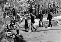Parc a outremont et manifestation le 25 mars 1973.<br /> <br /> PHOTO  : Agence Quebec Presse - Alain Renaud