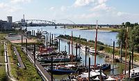 Nederland  Nijmegen  - September 2020.   Schepen bij de Waalkade. De Lindenberghaven.    Foto : ANP/ Hollandse Hoogte / Berlinda van Dam
