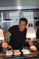 """Europe/Espagne/Iles Canaries/Tenerife/La Orotava ,restaurant """"Lucas Maes"""" Lucas Maes dans son établissement"""