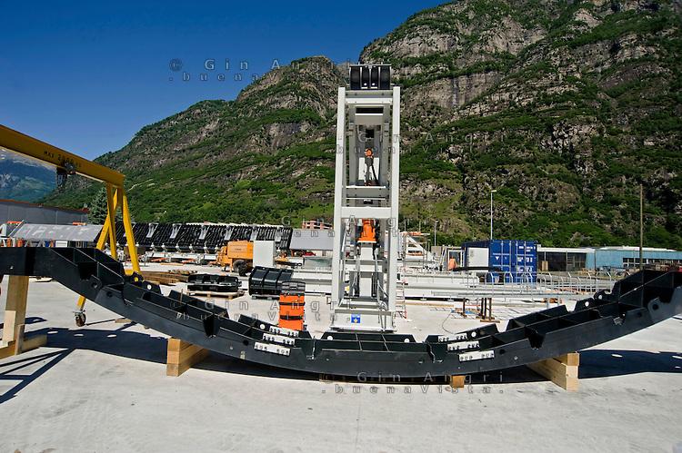 Airlight Energy, Biasca,macchina per la fabbricazione delle travi in calcestruzzo fibrato per il collettore solare