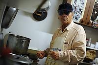 Alberto Manzoni,cantante. Alberto Manzoni, singer..Vecchi amici. Old friends..Nello storico quartiere di San Lorenzo a Roma, un gruppo di amici si riunisce per pranzo,nella falegnameria di Graziano Azzurri.L' occasione è il compleanno di Vincenzo, 76 anni ex tassista..In the historic district of  San Lorenzo in Rome, a group of friends meets for lunch, in carpentry of Graziano Azzurri. On the occasion of the birthday of  Vincenzo, 76 years ex taxi driver....