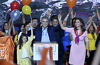 BOGOTA - COLOMBIA, 27-05-2018: Ivan Duque, candidato presidencial por le partido Centro Democrático, su formula vecepresidelcial, Martha Lucia Ramirez, y su hija Lucianca, durante su alocución al ganar en la jornada electoral hoy, 27 de mayo de 2018. Las elecciones presidenciales de Colombia de 2018 se celebrarán el domingo 27 de mayo de 2018. El candidato ganador gobernará por un periodo máximo de 4 años fijado entre el 7 de agosto de 2018 y el 7 de agosto de 2022. / Ivan Duque, presidential candidate for the Centro Democratico party, during his speech with his vice presidential formula, Martha Lucia Ramirez,  and his daugther Luciana, after winning on the election day today, May 27, 2018. Colombia's 2018 presidential election will be held on Sunday, May 27, 2018. The winning candidate will govern for a maximum period of 4 years fixed between August 7, 2018 and August 7, 2022.. Photo: VizzorImage / Gabriel Aponte / Staff