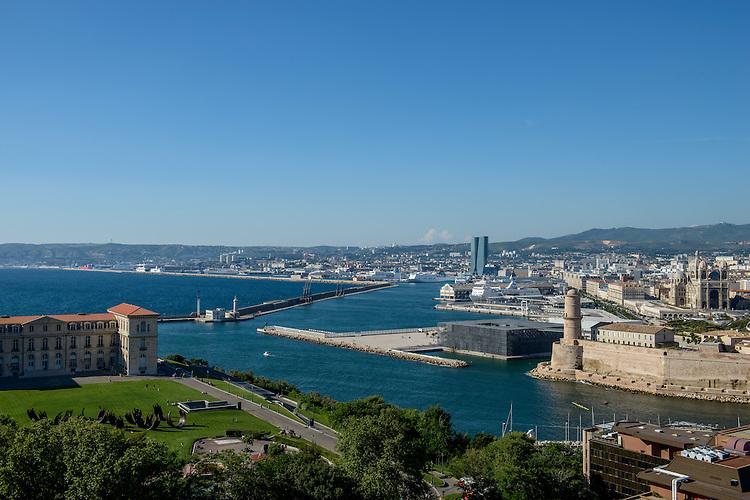Vue Port Marseille ( Mucem, fort Saint-Jean, Major.. )