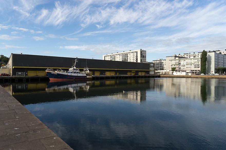 Cherbourg - Normandia, 31 agosto 2020. Veduta della città con il bacino portuale interno.
