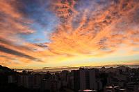 RJ. Rio de Janeiro.  17.04.2021. CLIMA TEMPO.  Amanhecer deste sábado (17), vista do bairro das Laranjeiras,  zona sul. ( Foto: Ellan Lustosa / Codigo19).