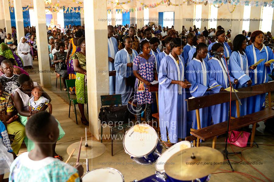 BURKINA FASO , Gaoua, mass in catholic church / Messe in der katholischen Kirche