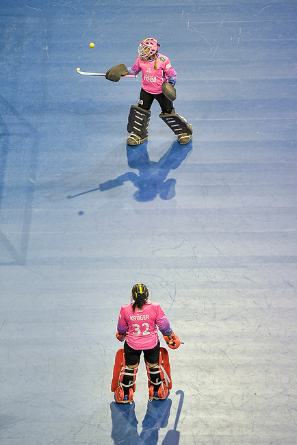 Berlin, Germany, February 10: During the FIH Indoor Hockey World Cup quarterfinal match between Germany (black) and Poland (red) on February 10, 2018 at Max-Schmeling-Halle in Berlin, Germany. Final score 3-1. (Photo by Dirk Markgraf / www.265-images.com) *** Local caption *** Julia CIUPKA #20 of Germany Rosa KRUEGER #32 of Germany