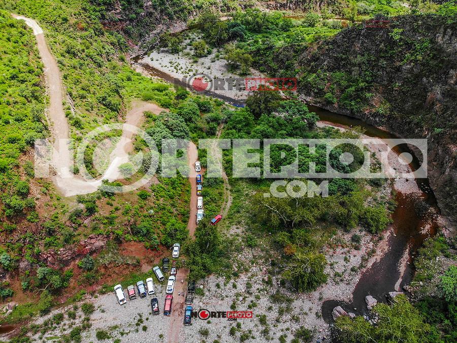 Vista aerea. Verde paisaje y arroyo en un dia nublado, durante Expedición Discovery Madrense en La Mesa Tres Rios, Sonora Mexico. Sierra Madre Occidental. Sierra Alta..<br /> Aerial view. Green landscape on a cloudy day, during Discovery Madrense Expedition in La Mesa Tres Rios, Sonora Mexico. Sierra Madre Occidental. High Sierra ....<br /> <br /> <br /> .................<br />  Expedición Discovery Madrense de GreaterGood ORG que recaba datos que  sirven como información de referencia para<br /> entender mejor las relaciones biológicas del Archipiélago Madrense y se usan para<br /> proteger y conservar las tierras vírgenes de las Islas Serranas Sonorenses. Expedición<br /> binacional aye une a colaboradores  de México y Estados Unidos con<br /> experiencias y especialidades de las ciencias biológicas  variadas, con la intención de aprender lo más posible<br /> sobre Mesa de Tres Ríos, la porción más norteña de la Sierra Madre Occidental. Sierra Alta. <br /> (Foto: LuisGutierrez/NortePhoto.com)<br /> .................<br /> Discovery Madrense Expedition from GreaterGood ORG that collects data that serve as reference information for<br /> better understand the biological relationships of the Madrense Archipelago and are used to<br /> protect and conserve the virgin lands of the Sonoran Serranas Islands. Expedition<br /> binacional aye joins collaborators from Mexico and the United States with<br /> experiences and specialties of the biological sciences varied, with the intention of learning as much as possible<br /> on Mesa de Tres Ríos, the northernmost portion of the Sierra Madre Occidental. High Sierra.<br /> (Foto: LuisGutierrez/NortePhoto.com)