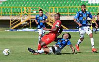 TUNJA - COLOMBIA, 30-01-2021: Arley Bonilla de Patriotas Boyaca F. C. y Galileo del Castillo de Boyaca Chico F. C. disputan el balon, durante partido de la fecha 3 entre Patriotas Boyaca F. C. y Boyaca Chico F. C. por la Liga BetPlay DIMAYOR I 2021, jugado en el estadio La Independencia de la ciudad de Tunja. / Arley Bonilla of Patriotas Boyaca F. C. and Galileo del Castillo of Boyaca Chico F. C. fight for the ball, during a match of the 3rd date between Patriotas Boyaca F. C. and Boyaca Chico F. C. for the BetPlay DIMAYOR I 2021 League played at the La Independencia stadium in Tunja city. / Photo: VizzorImage / Macgiver Baron / Cont.