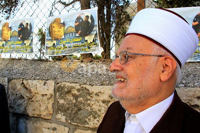 Head of the Supreme Islamic Council, Sheikh Ikrima Sabri takes part in a protest to show solidarity with two Palestinian children, Muawiya Alqam,14, and his brother Ali,11, during their trial, outside an Israeli court in Jerusalem on January 6, 2016. Ali and Muawiya Alqam, have been arrested, allegedly of stabbing that wounded an Israeli security guard on a light railway train in East Jerusalem. Photo by Mahfouz Abu Turk