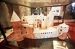 """Foto: VidiPhoto<br /> <br /> HAARZUILENS – In het grootste kasteel van ons land, De Haar in Haarzuilens, is de hand van de beroemde rijksbouwmeester Pierre Cuypers duidelijk zichtbaar. """"Dolle torens en dramatische daken."""" Zo werd zijn werk door tijdgenoten van de architect omschreven. Bij De Haar resulteerde dat in een middeleeuws sprookjeskasteel. Bezoekers van het beroemde neogotische slot kunnen er de komende maanden niet omheen. In de expositie """"Torendolheid"""" gaat alle aandacht uit naar Pierre Cuypers en zijn voorliefde voor de Middeleeuwen. Foto: Een maquette van kasteel zoals dat er in de Middeleeuwen uit zag."""