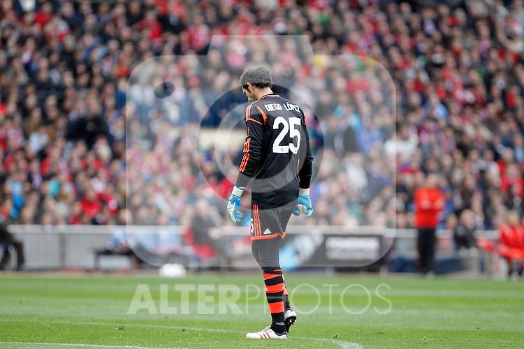 Real Madrid's Diego Lopez dejected during La Liga match. April 27, 2013. (ALTERPHOTOS/Alvaro Hernandez)