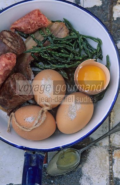 """Europe/France/Languedoc-Roussillon/66/Pyrénées-Orientales/Banyuls-sur-Mer: recettes de la Sanch, les préparations de l'omelette pasquale lors d'une """"Cargolade"""""""