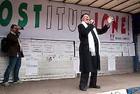 """Milano, """"C-Day"""", presidio in difesa della Costituzione e della scuola pubblica. Il premio nobel Dario Fo --- Milan, """"C-Day"""", garrison in defense of the Constitution and public school. The nobel prize winner Dario Fo"""