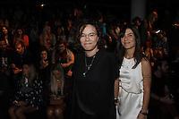 SÃO PAULO,SP, 23.10.2015 - FASHION-WEEK -  Maria Gadu e Lua Leça momentos antes do desfile da grife Colcci durante o São Paulo Fashion Week (SPFW), em São Paulo (SP), nesta sexta-feira (23). (Foto: Paduardo/Brazil Photo Press)
