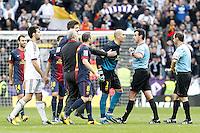 FC Barcelona's Victor Valdes have words with the referee Miguel Angel Perez Lasa after La Liga match.March 02,2013. (ALTERPHOTOS/Acero) /NortePhoto