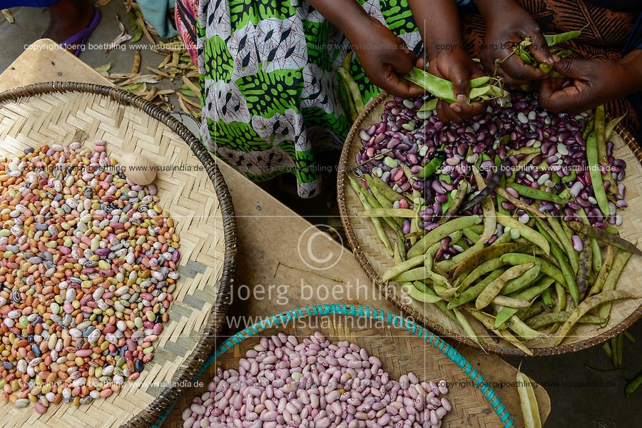RWANDA, Musanze, Ruhengeri, village Busogo, market with different varieties of beans / RUANDA, Markt mit unterschiedlichen Bohnensorten