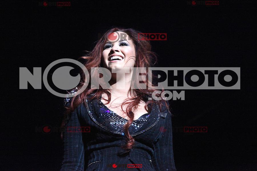 Demi Lovato performing at 2011 Q102 Jingle Ball at Wells Fargo Center in Philadelphia, Pa on December 7, 2011  © Star Shooter / MediaPunchInc / NortePhoto.com.<br /> <br /> <br /> **CREDITO*OBLIGATORIO** *No*Venta*A*Terceros*<br /> *No*Sale*So*third* ***No*Se*Permite*Hacer Archivo***No*Sale*So*third*©Imagenes*con derechos*de*autor©todos*reservados*.
