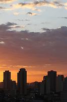 SÃO PAULO, SP, 05/01/2012, CLIMA TEMPO.<br /> <br /> São Paulo amanheceu com poucas nuvens nessa manhã de quinta-feira(5).<br /> <br />  Luiz Guarnieri/ News Free