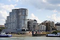 Nederland  Nijmegen  - September 2020 .    Nieuwbouw aan de Waal en de Waalhaven.   Foto : ANP/ Hollandse Hoogte / Berlinda van Dam