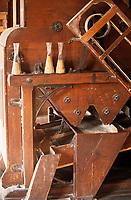 """Europe/France/Nord-Pas-de-Calais/59/Nord/Env de Lille/Wambrechies: Détail des moulins de la distillerie """"Claeyssens"""" datant de 1817 - Eaux de vie de grain, pur malt et de Genièvre"""