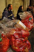 Il pranzo di Natale 2004 a S. Maria in Trastevere a Roma..Natale di solidarietà per i più poveri..Lunch Christmas 2004 in S. Maria in Trastevere in Rome..Christmas of solidarity for the poorest...Pranzo di solidarieta' organizzato dalla comunità di Sant'Egidio per senzatetto, immigrati, zingari, anziani e famiglie. Al pranzo, nella Chiesa Santa Maria in Trastevere hanno partecipato circa 500 persone, assistite da volontari..Lunch solidarity organized by the Sant' Egidio community for the homeless, immigrants, gypsies, the elderly and families. At lunch, in the church Santa Maria in Trastevere attended by some 500 people, assisted by volunteers....