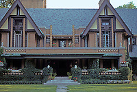 F.L. Wright: Moore House, Forest Ave., Oak Park. 1895-1924.  Photo '76.