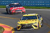 #19: Daniel Suarez, Joe Gibbs Racing, Toyota Camry STANLEY, #41: Kurt Busch, Stewart-Haas Racing, Ford Fusion Haas Automation/Monster Energy