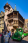 France, Alsace, Haut-Rhin, Colmar: House Pfister (built 1537 by a rich hatter), city tours by train | Frankreich, Elsass, Haut-Rhin, Colmar: Haus Pfister (erbaut 1537 fuer einen reichen Hutmacher), Stadtrundfahrt mit der Bimmelbahn