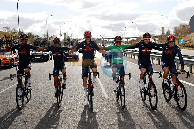 Richard Carapaz (ECU) wearing the points Green Jersey and Ineos Grenadiers line up for the cameras during Stage 18 of the Vuelta Espana 2020, running 139.6km from Hipódromo de La Zarzuela to Madrid, Spain. 8th November 2020. <br /> Picture: Luis Angel Gomez/PhotoSportGomez | Cyclefile<br /> <br /> All photos usage must carry mandatory copyright credit (© Cyclefile | Luis Angel Gomez/PhotoSportGomez)