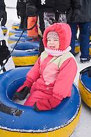 Amérique/Amérique du Nord/Canada/Québec/ Québec:  Luges en forme  de bouées, lors du Carnaval de Québec, les Plaines d'Abraham , Parc des Champs de Bataille, sont transformées en terrain de jeu familial