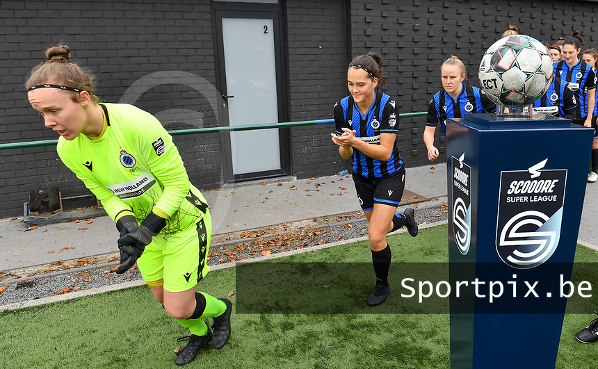 goalkeeper Elke Geeraert (25 Brugge) , Saar Verdonck (6 Brugge) and Elle Decorte (7 Brugge) pictured entering the pitch during a female soccer game between Club Brugge Dames YLA and RSC Anderlecht Ladies on the fifth matchday of the 2020 - 2021 season of Belgian Scooore Womens Super League , sunday 18 October 2020  in Brugge , Belgium . PHOTO SPORTPIX.BE   SPP   DAVID CATRY