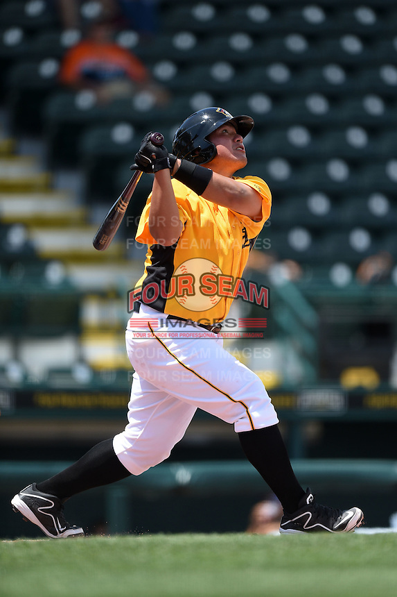 Bradenton Marauders catcher Jin-De Jhang (47) at bat during a game against the St. Lucie Mets on April 12, 2015 at McKechnie Field in Bradenton, Florida.  Bradenton defeated St. Lucie 7-5.  (Mike Janes/Four Seam Images)