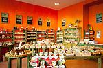 Deutschland, Niederbayern, Passau: Gewuerz-Depot Verkaufsraum mit lokalen Spezialitaeten | Germany, Lower Bavaria, Passau: shop Gewuerz-Depot offering local specialities