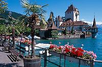 Schweiz, Schloss in Oberhofen am Thuner See im Berner Oberland