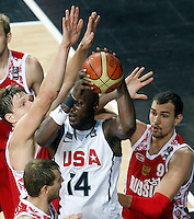 Lamar ODOM (USA) fights for the ball with Alexey ZHUKANENKO (Russia) and Sergey MONYA (Russia)  during the quarter-final World championship basketball match against Russia in Istanbul, USA-Russia, Turkey on Thursday, Sep. 09, 2010..