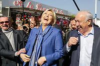 MARINE LE PEN EN VISITE A LA FOIRE DU TRONE OU ELLE A RENCONTRE LES FORAINS AU COTÉ DE MARCEL CAMPION .