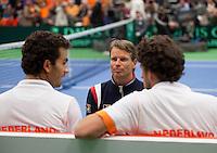 11-02-12, Netherlands,Tennis, Den Bosch, Daviscup Netherlands-Finland, Dubbels, Jean-Julien Rojer en Robin Haase  worden toegesproken door captain Jan Siemerink