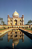 A large, impressive mosque in Calcutta is perfectly reflected in a formal pool. Calcutta is the capital city of West Bengal state, E India. It is India's second largest city. Calcutta, India.