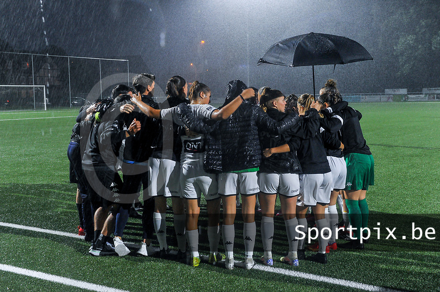 team Charleroi pictured before a female soccer game between  Racing Genk Ladies and Sporting du pays de Charleroi on the fourth matchday of the 2021-2022 season of the Belgian Scooore Womens Super League , friday 10 September 2021  in Genk , Belgium . PHOTO SPORTPIX | STIJN AUDOOREN
